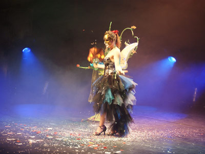 Spectacle magie masques magicienne Elfia